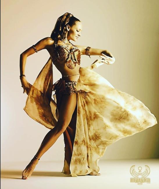 PROFESSIONAL ENTERTAINER MYRYKA #myryka #myrykaprofessional #kalvinarailias#arizona #california #lasvegas #mexico #newyork #japan #restaurant #bellydance #bellydancer #wedding #illusionist #entertainment #theater #fashionmodel #hotel #model #service #promoter #business #dancer #burlesque #eventplanner #event #club #bar #tucsonaz