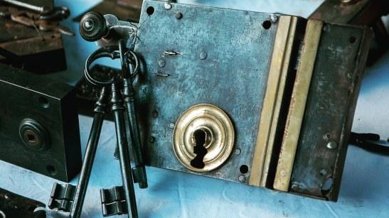 JOHNNY LOCKSMITH #johnnylocksmith #kalvinarailias #locksmithphoenixaz #lockschange #arizona #mesaaz #phoenixaz #peoriaaz #cavecreekaz #gilbertaz #mobilelocksmith #store #locksmithphoenixarizona #business #service #replacementkey #ignitionrepairaz #keyprogramming #remotecontrol #masterkeysystems #lockschangeaz #digitalkeypadlocks #panicbarsystems #accesscontrol #emergencylockout #locksmith #locksmithphoenixaz